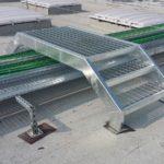 vista rampa scale di emergenza realizzata con struttura in tubolare, gradini e pianerottolo in grigliato, il tutto zincato