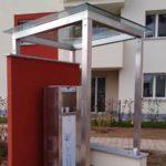 Tettoia in tubolare zincata e verniciata con copertura in vetro stratificato